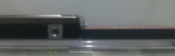 노트북에 들어 있던 Toshiba MK6034GAX 80G 하드디스크와 Transcend 133x CF카드를 나란히 놓은 측면 사진.